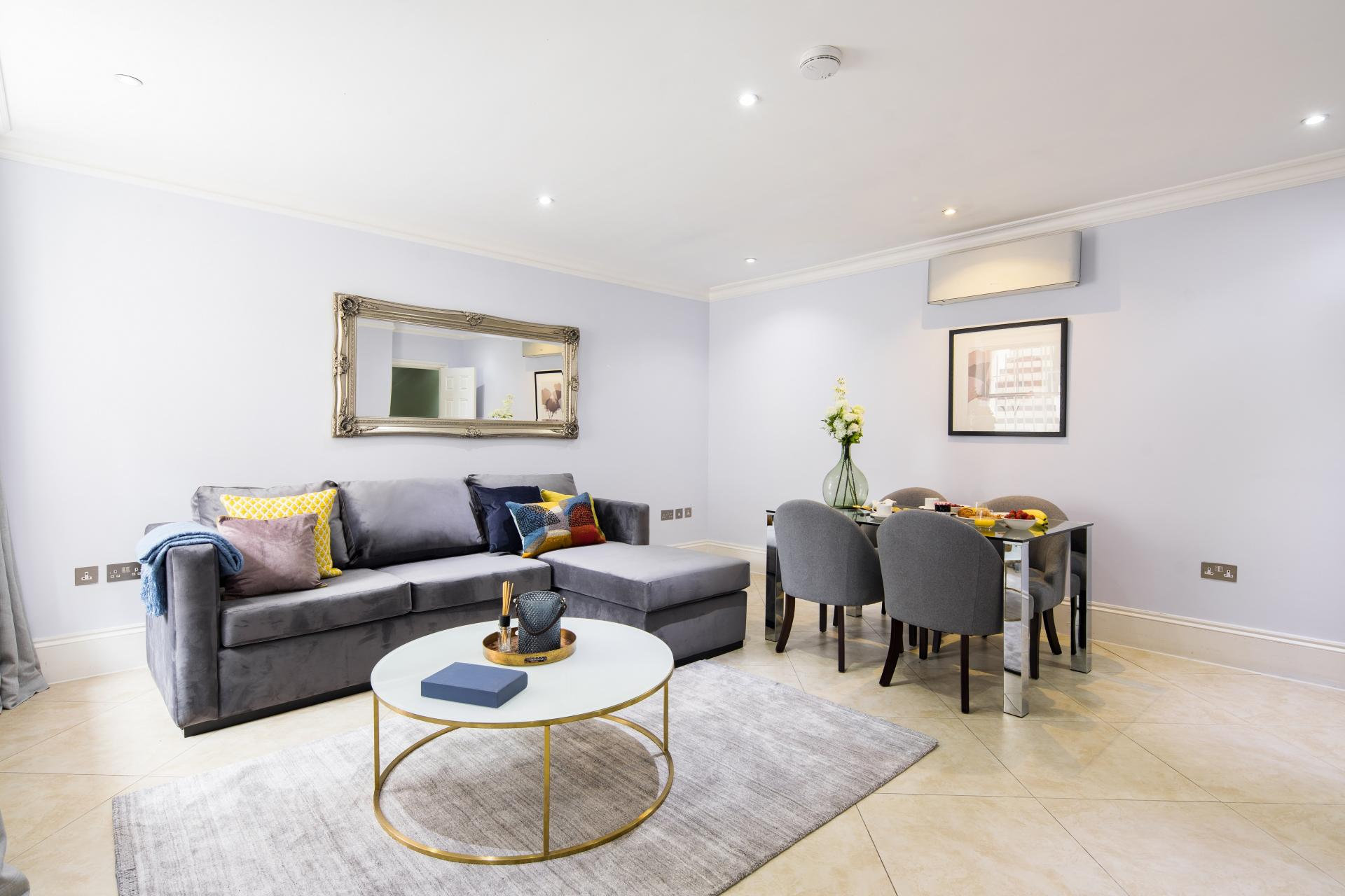 Open plan living area at 41 Lancaster Gate Apartments, Bayswater, London