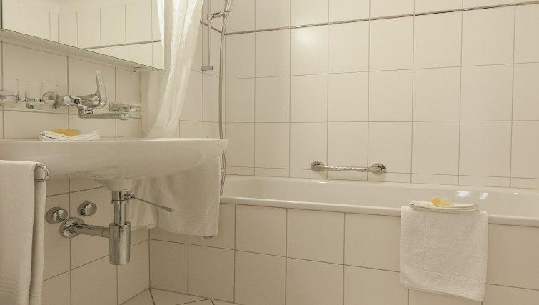 Plain bathroom in Sihlfeldstrasse 127