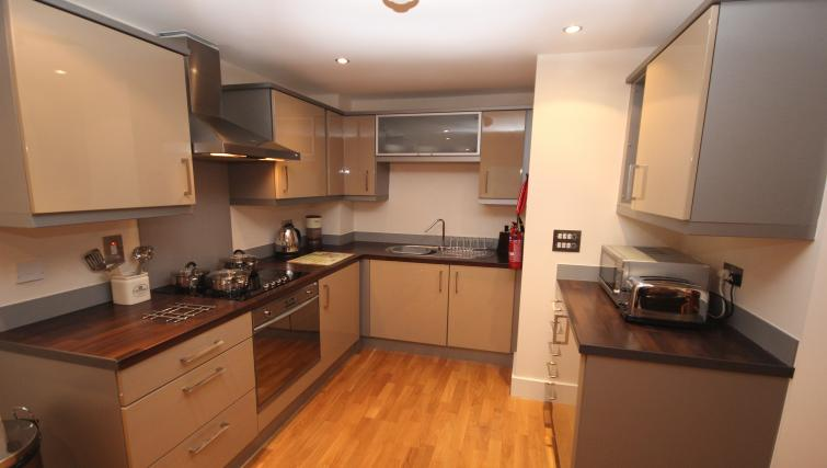 Fully equipped kitchen at Merchants Quay Apartments