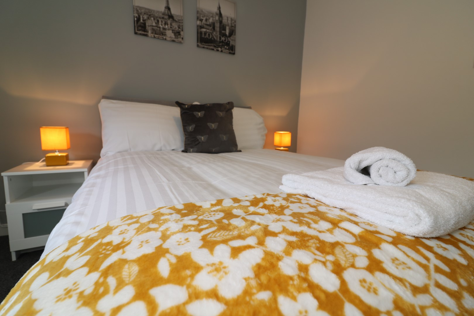 Cosy bed at Newbattle House, Calderbank, Airdrie