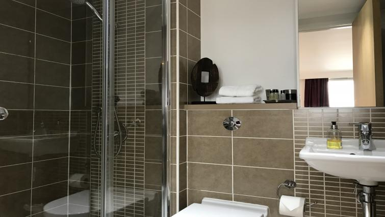 Shower at Tolbooth Apartments