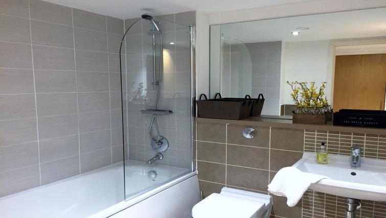 Modern bathroom in Tolbooth Apartments