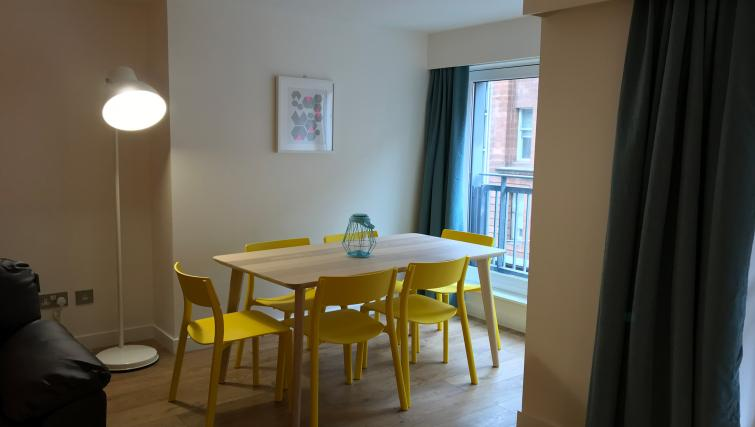 Dining table at Tolbooth Apartments
