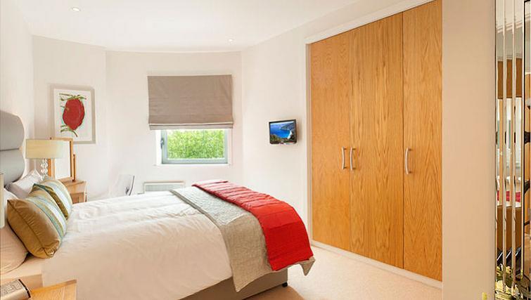 Stylish bedroom in SACO Bristol - Broad Quay