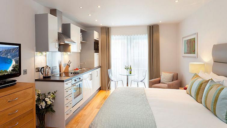 Bright bedroom in SACO Bristol - Broad Quay