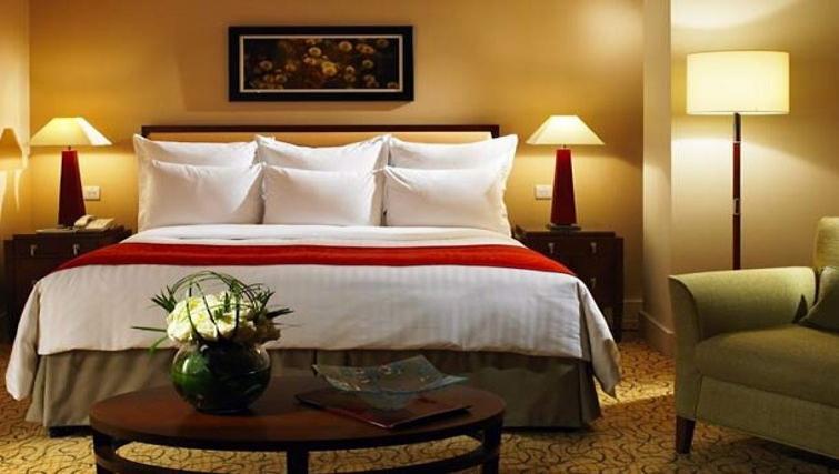 Cosy bedroom in Marriott Executive Apartments Canary Wharf