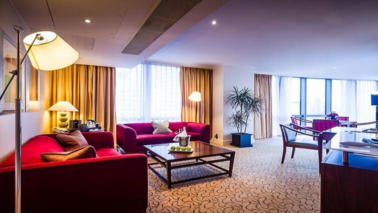 Elegant living area in Marriott Executive Apartments Canary Wharf