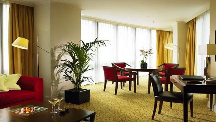 Large living area in Marriott Executive Apartments Canary Wharf