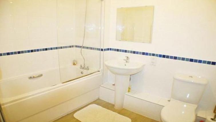 Modern bathroom in Sirrocco Apartments