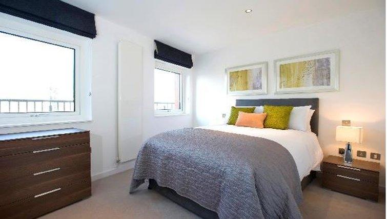 Comfortable bedroom at Oakwood Farringdon