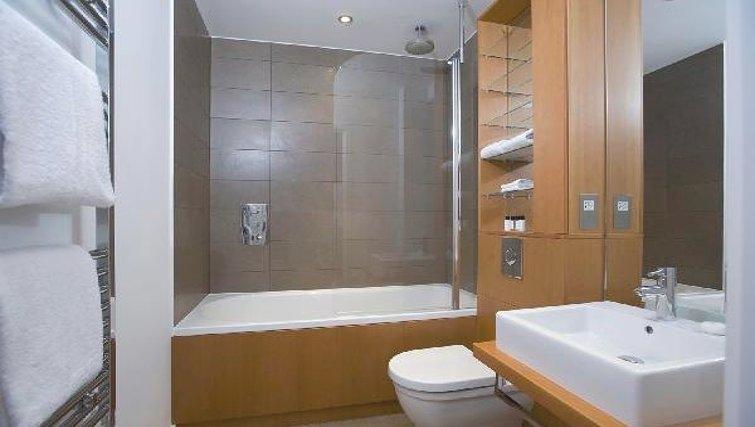 Spectacular bathroom at Oakwood Farringdon