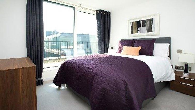 Executive bedroom at Oakwood Farringdon