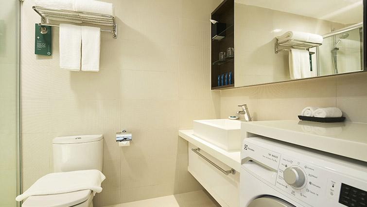 Bathroom facilities at PARKROYAL Serviced Suites Singapore