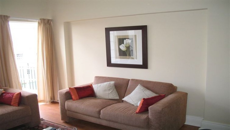Comfortable living room in 254 West Road South Apartments