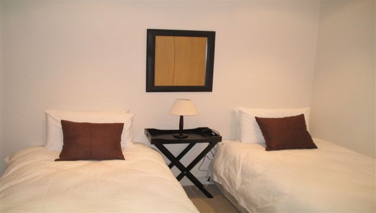 Comfortable twin bedroom in 254 West Road South Apartments
