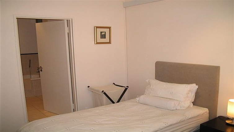 Single bedroom in 77 Grayston Apartments