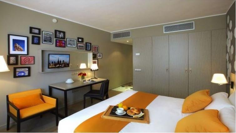Living area in Citadines Ramblas Apartments