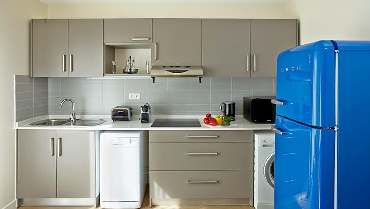 Compact kitchen in Citadines Kleber Apartments