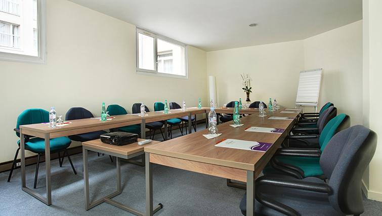Meeting room at Citadines Kleber Apartments