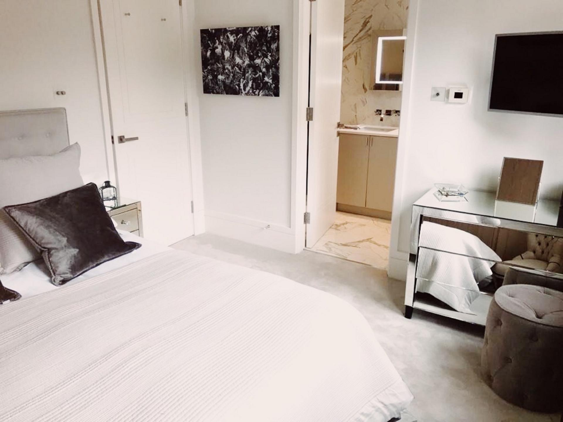 Cosy bed at Old Chelsea Apartment, Chelsea, London