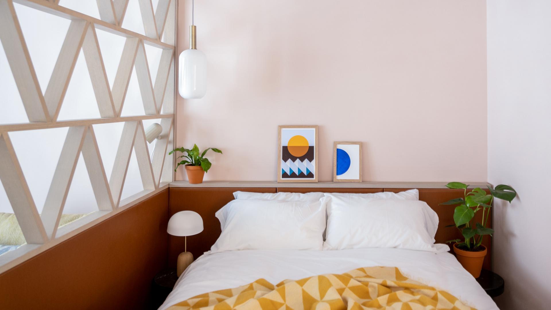 King size bed at Zanzibar Locke Apartments, Centre, Dublin