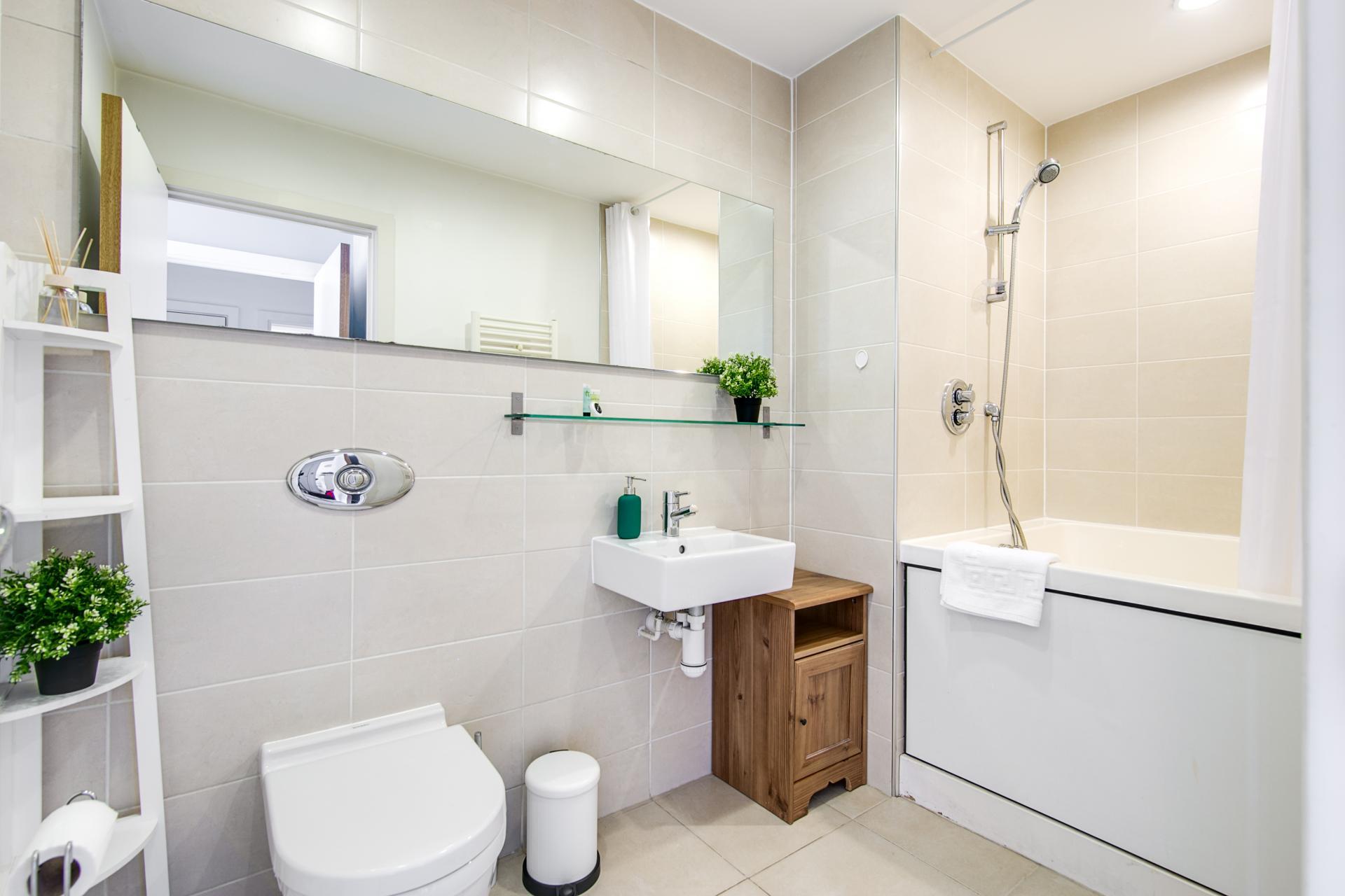 Bathroom at Canal Muse Apartment, Newtown, Birmingham