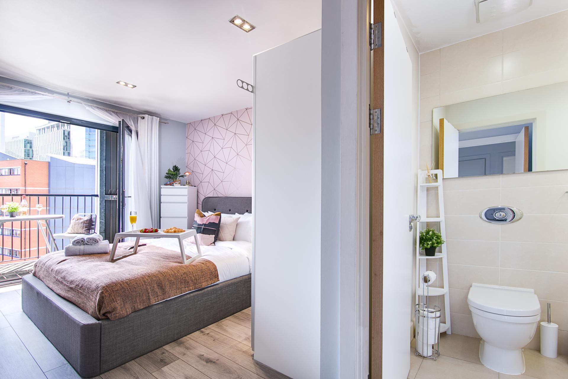 En-suite at Canal Muse Apartment, Newtown, Birmingham