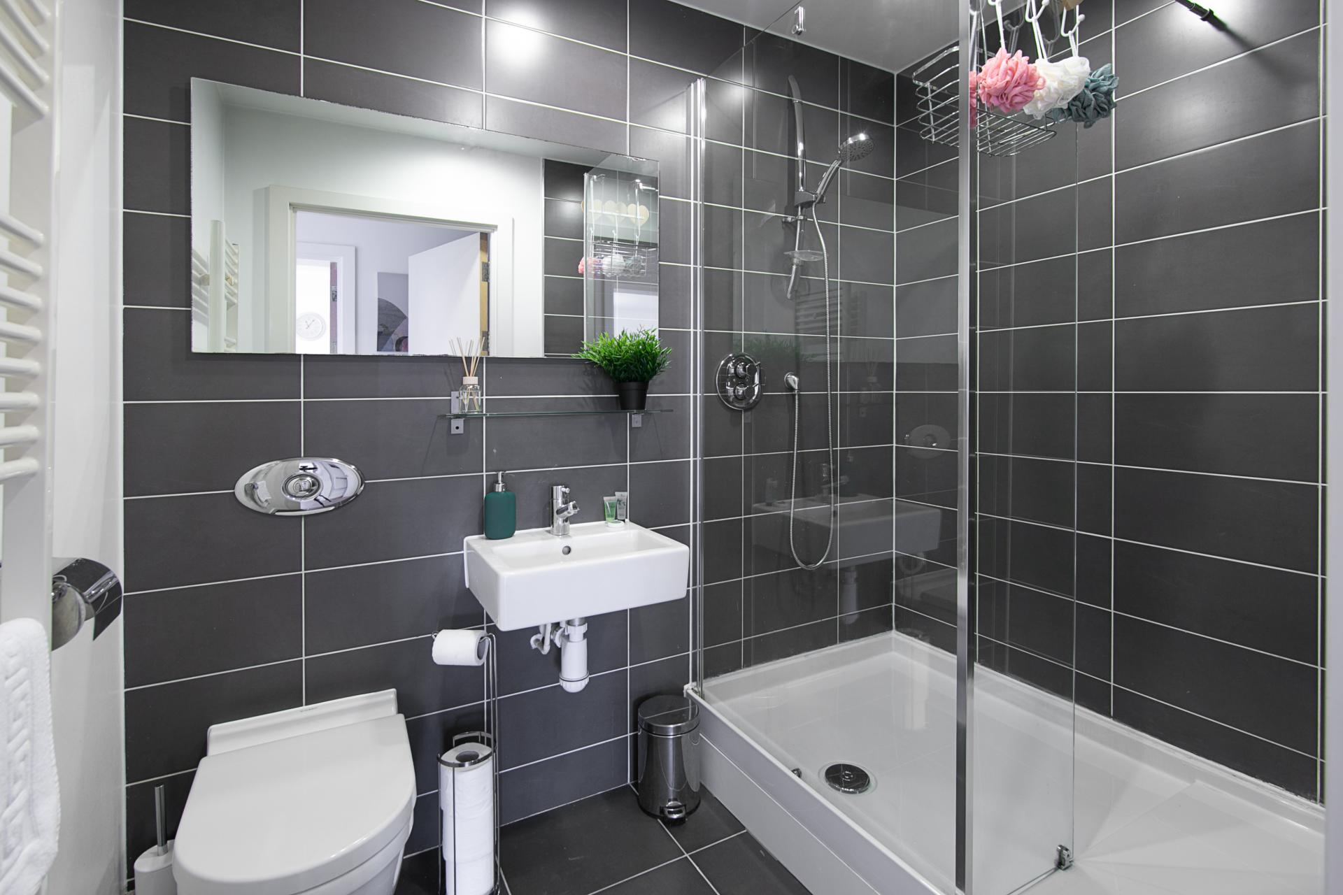 Shower at Canal Muse Apartment, Newtown, Birmingham
