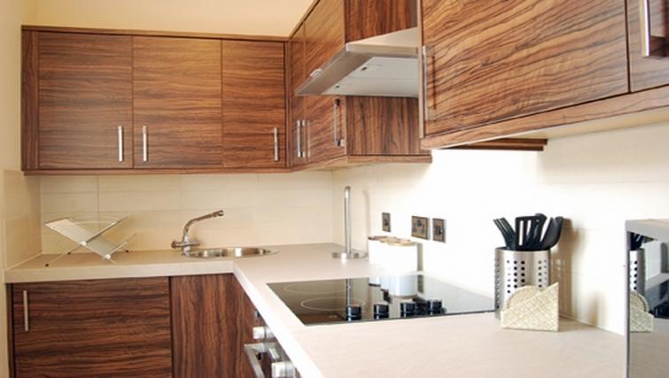 Stylish kitchen in Stay Edinburgh City Apartments