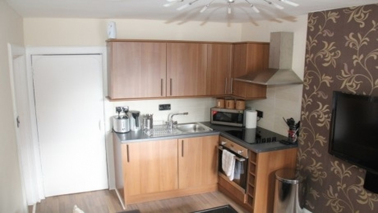 Equipped kitchen in Stay Edinburgh City Apartments