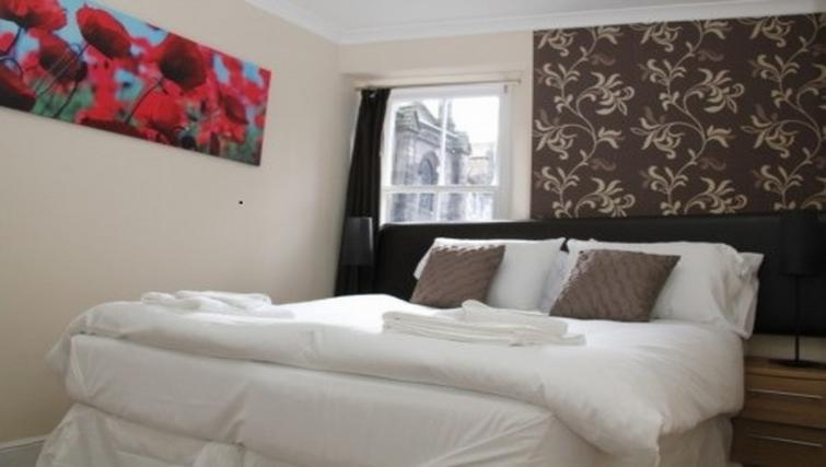 Stylish bedroom in Stay Edinburgh City Apartments