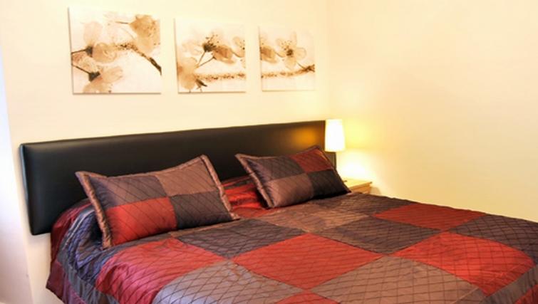 Tasteful bedroom in Stay Edinburgh City Apartments