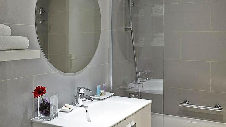 Tranquil bathroom in Citadines Place d'Italie Apartments