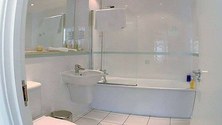 Pristine bathroom in Chelmsford Serviced Apartments