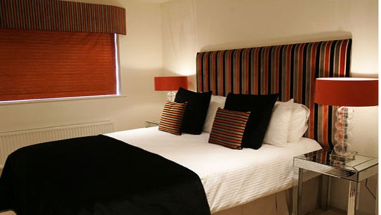 Grand bedroom in Chelmsford Serviced Apartments
