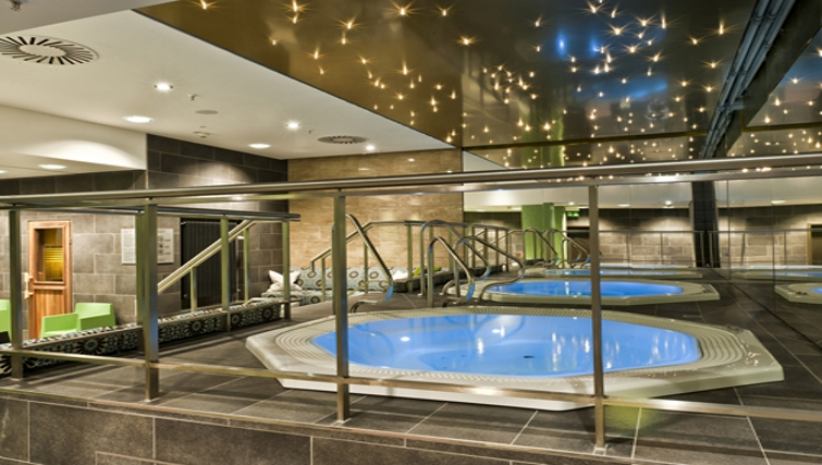 Outstanding jacuzzi at Adina Apartment Hotel Berlin Hackescher Markt
