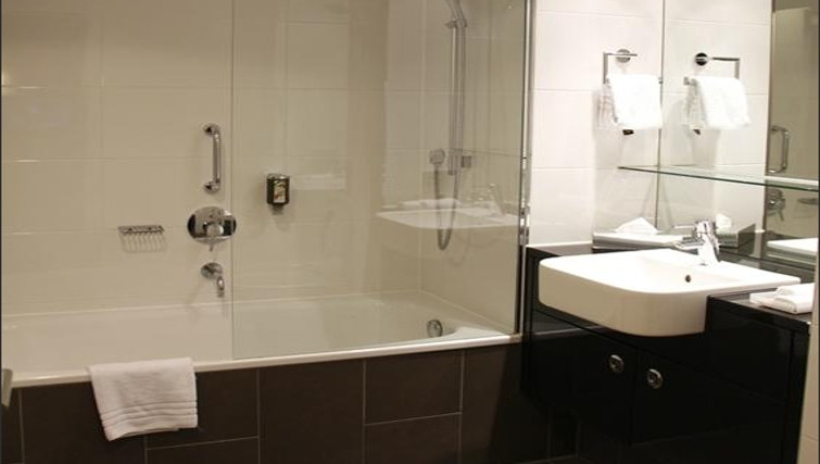 Ideal bathroom in Adina Apartment Hotel Berlin Mitte