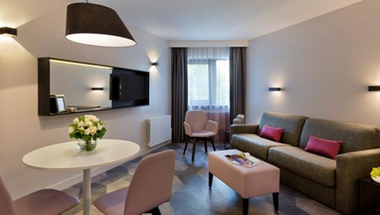 Lounge at the Citadines Trocadero Apartments