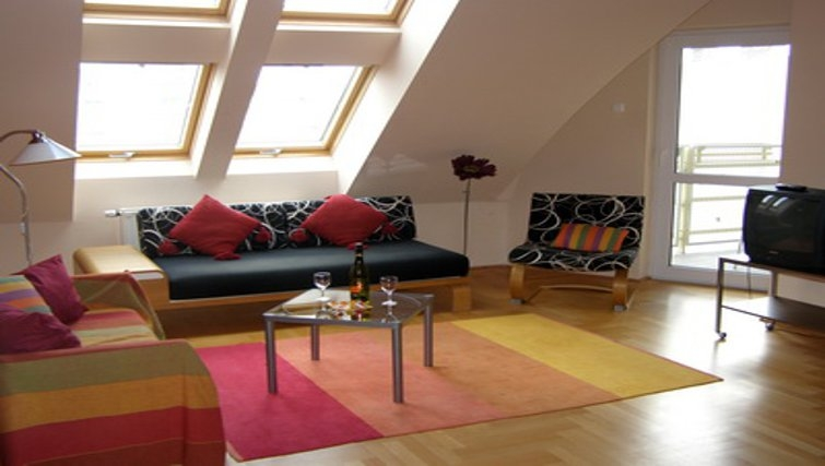 Vibrant living area in InnerCity Apartments
