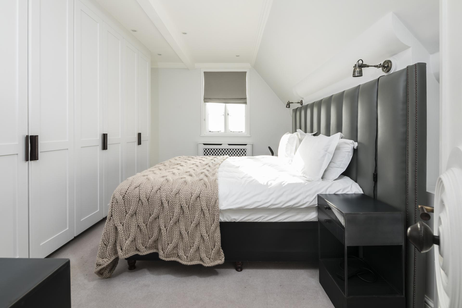 Double bed at Luxurious Mayfair Apartments, Mayfair, London