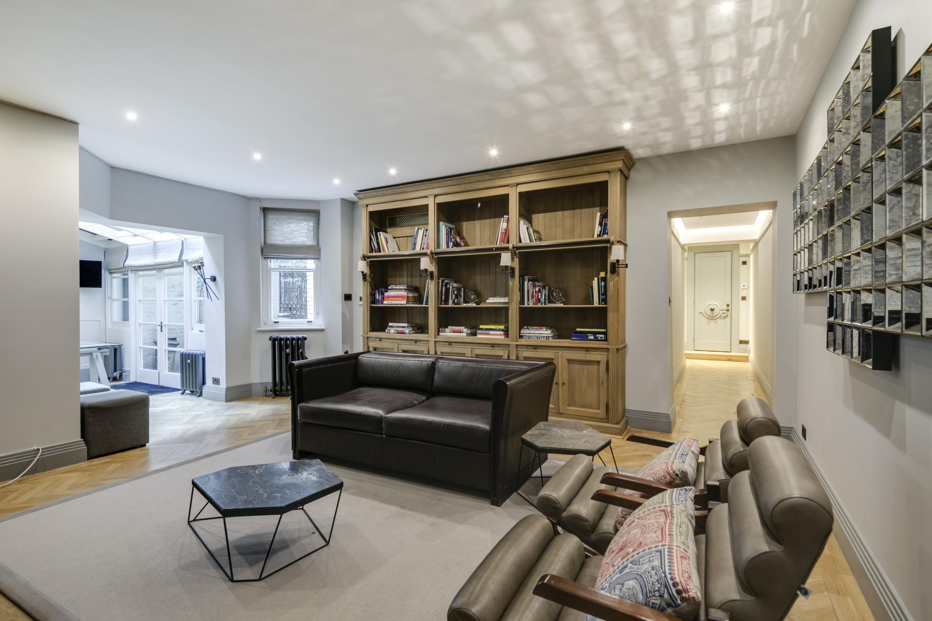 Spacious lounge at Luxurious Mayfair Apartments, Mayfair, London