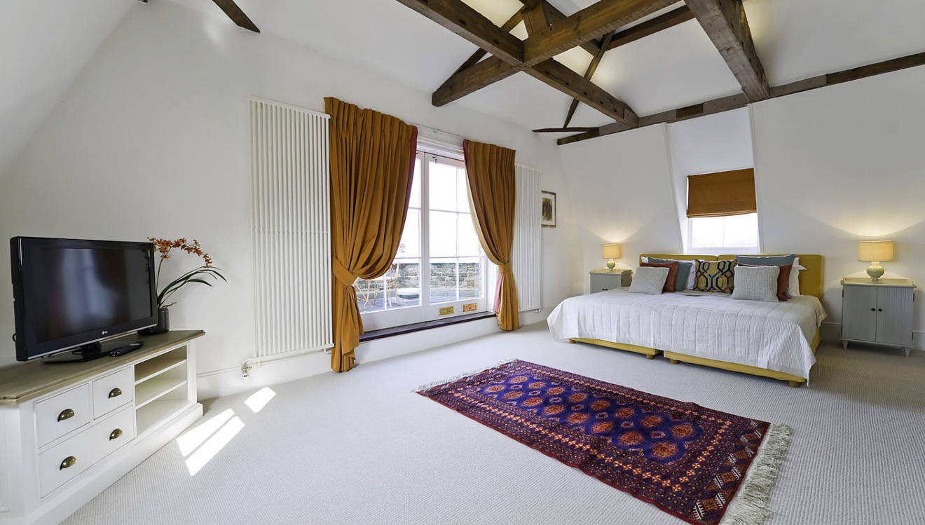 Bedroom at Craven House Apartments