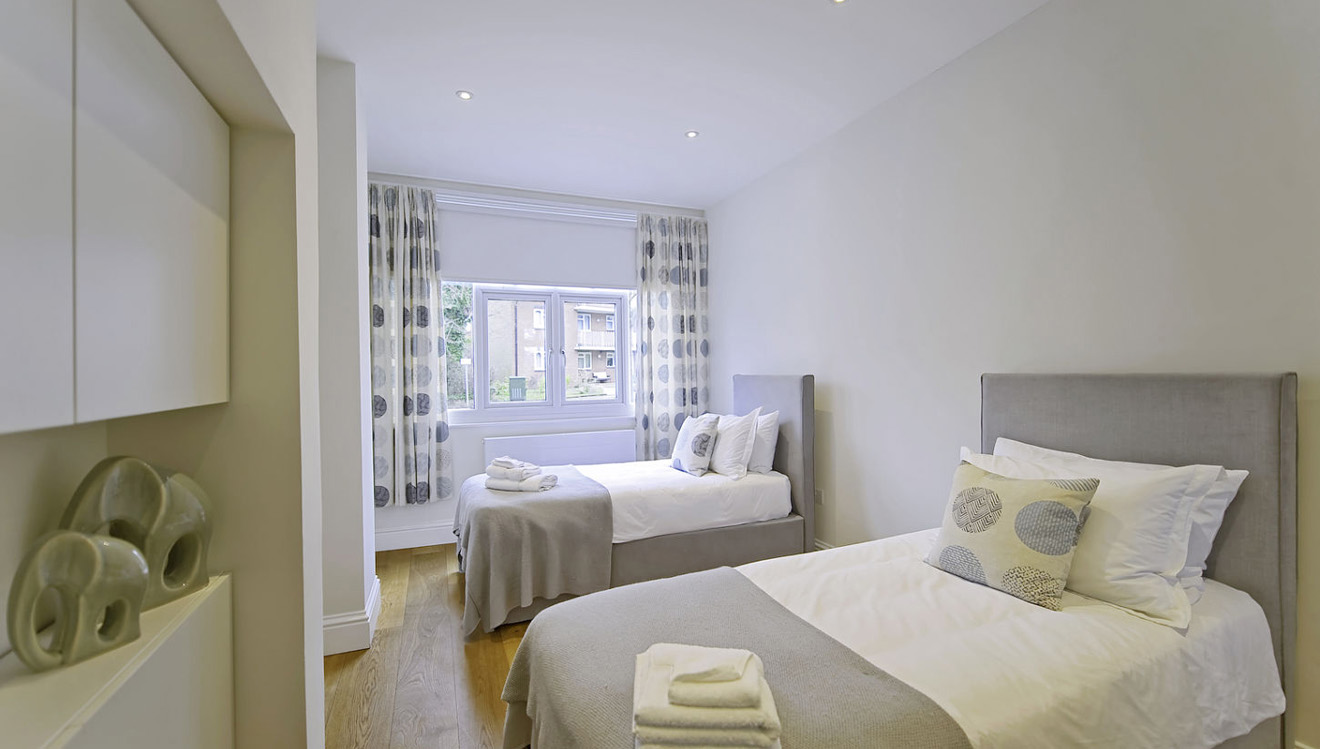 Twin beds at Craven House Apartments