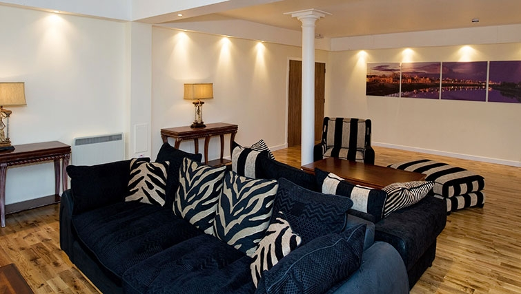 Classy living area in Aberdeen Douglas Apartments