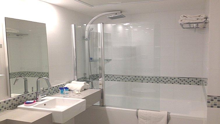 Pristine bathroom in Best Western Regency Suites Hotel