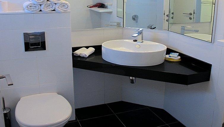 Elegant bathroom in Best Western Regency Suites Hotel
