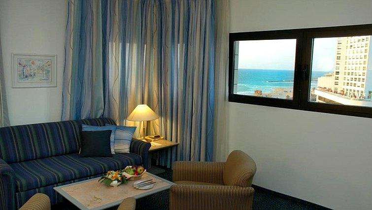 Elegant living area in Best Western Regency Suites Hotel