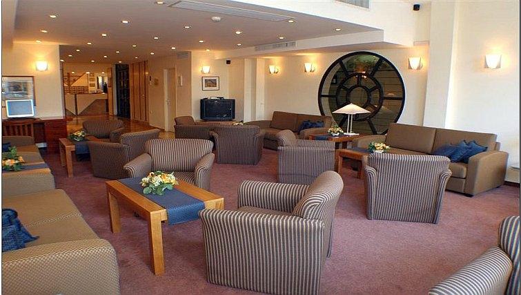 Spacious lobby area in Best Western Regency Suites Hotel