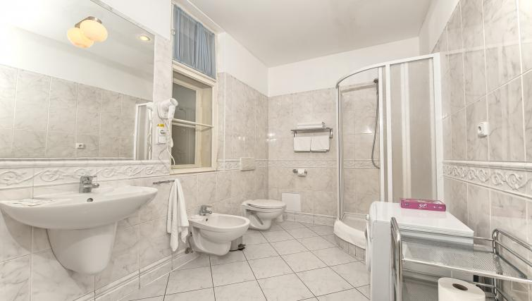Studio bathroom at Residence Masna Apartments