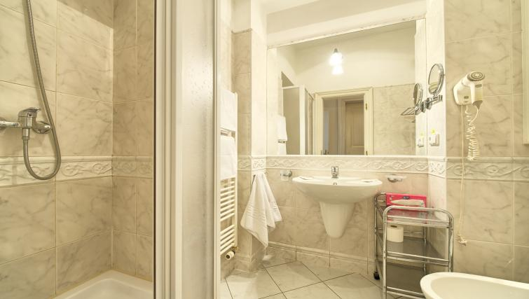 Shower room at Residence Masna Apartments